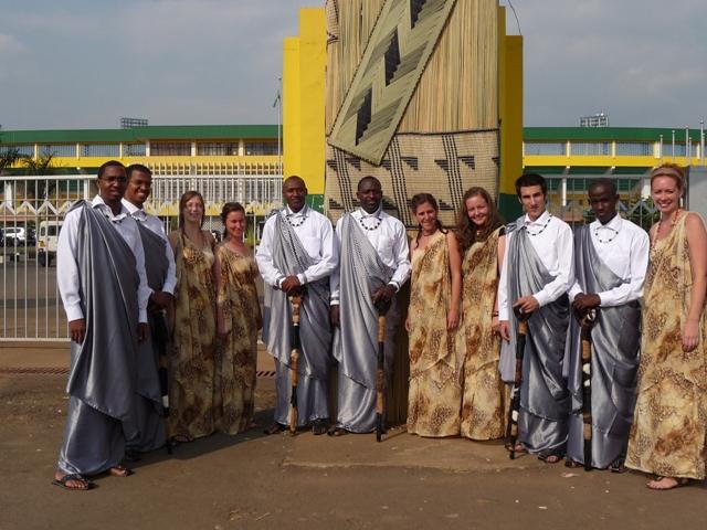 My big fat rwandan wedding inzu lodge - Decoration mariage traditionnel ...