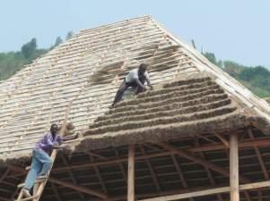 Finition du toit du restaurant